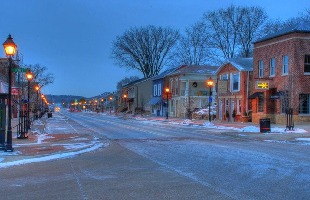Photo of LeClaire, Iowa at dawn