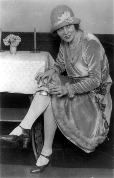 1920s photo of woman with flask tucked in her garter