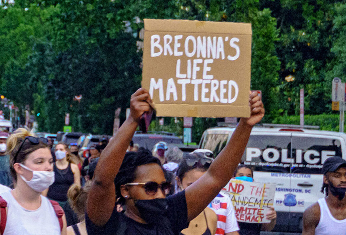 "Protester holding sign: ""BREONNA'S LIFE MATTERED"""
