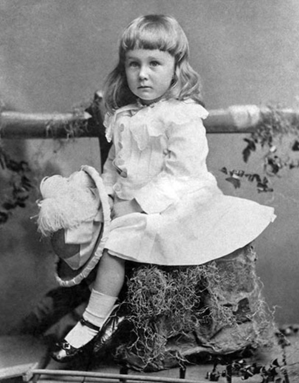 Photo of 2-year-old Franklin Roosevelt in a white dress with frills